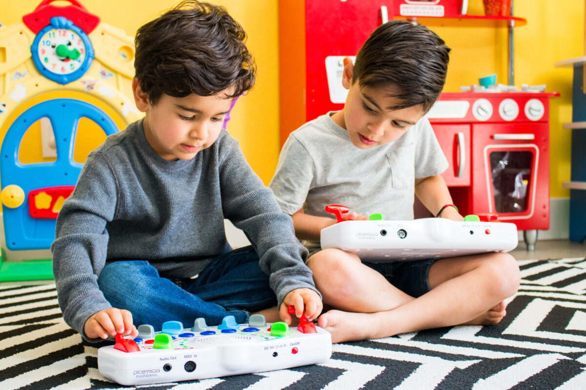 THE BLIPBLOX – A UNIQUE SYNTHESIZER FOR ALL AGES – FOR THE AGES